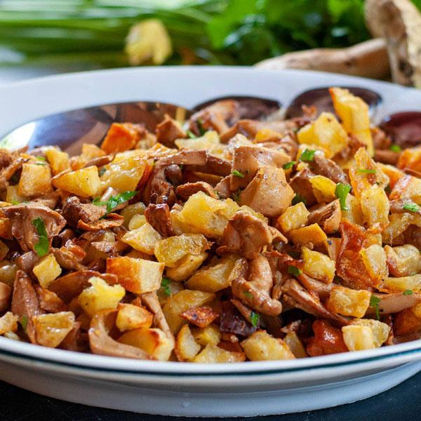 chantrelles and potatoes